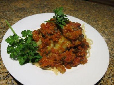 spaghetti-con-pomodoro-melenzane-e-zucchini